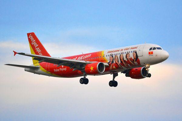 Xe đua đón sân bay Đà Nẵng của Vietjet Air