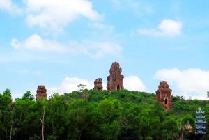 Tháp Bánh Ít - Xe đưa đón sân bay Phú Cát đi Tuy Phước